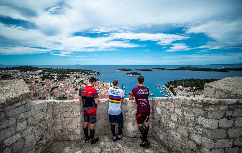 World champion mountain bikers show off skills and Hvar2