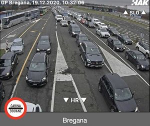 queues of vehicles crossing border from Slovenia to Croatia