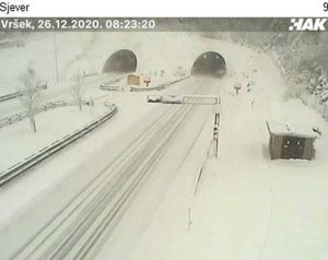 Gorski Kotar: 30 cm of snow, bura closes roads