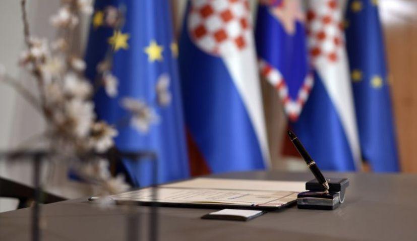 Croatian president and prime minister extendmessages for Hanukkah