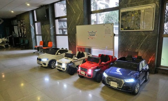 KBC Zagreb hospital gets battery-powered cars for kids to drive themselves for check-ups