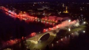 Residents of Sisak light torches to thank emergency services for assistance