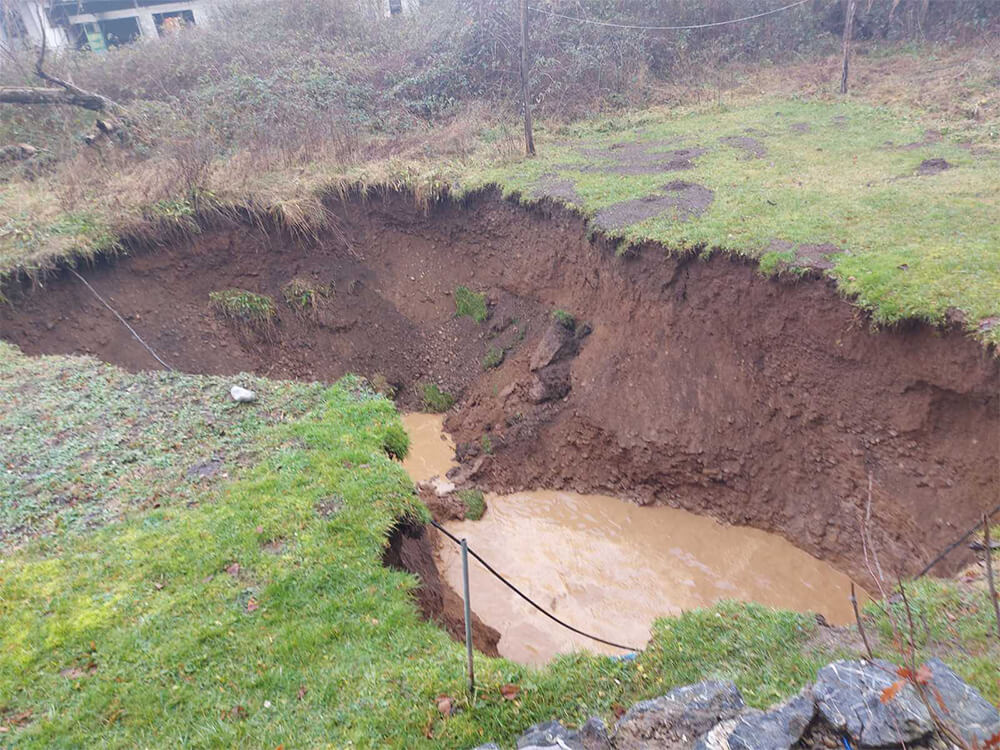 Sinkholes appearing in ground around Croatia's earthquake-affected area 1