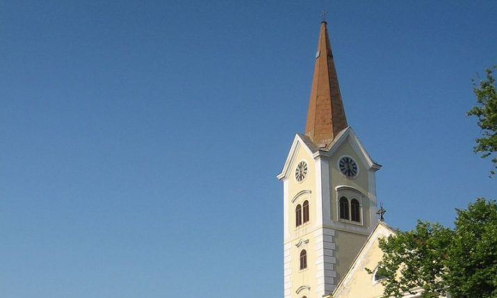 VIDEO: Bell tower cap successfully removed from Sisak cathedral