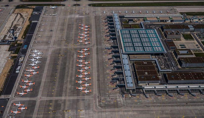 berlin airport croatia flight