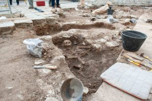 600 skulls found during archaeological digs in medieval cemetery in Šibenik