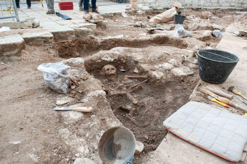 600 skulls found during archaeological digs in medieval cemetery in Šibenik