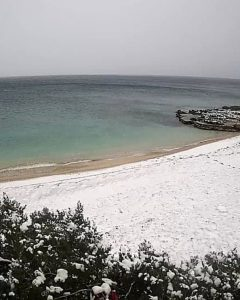 Croatian islanders wake up to snow
