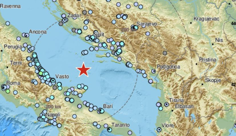Strong 5.4 magnitude earthquake hits Adriatic Seabetween Croatia and Italy