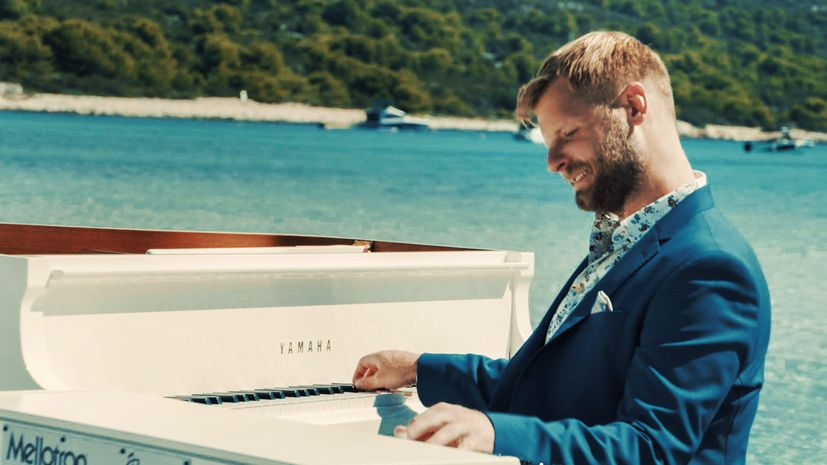 Croatian pianist Zvjezdan Ružić Sakarun bay