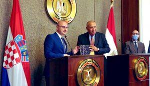 Croatia donates 100 books for new Egyptian capital city
