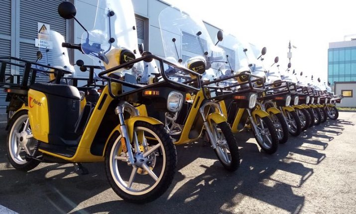 Croatian postal delivery workers get electric mopeds
