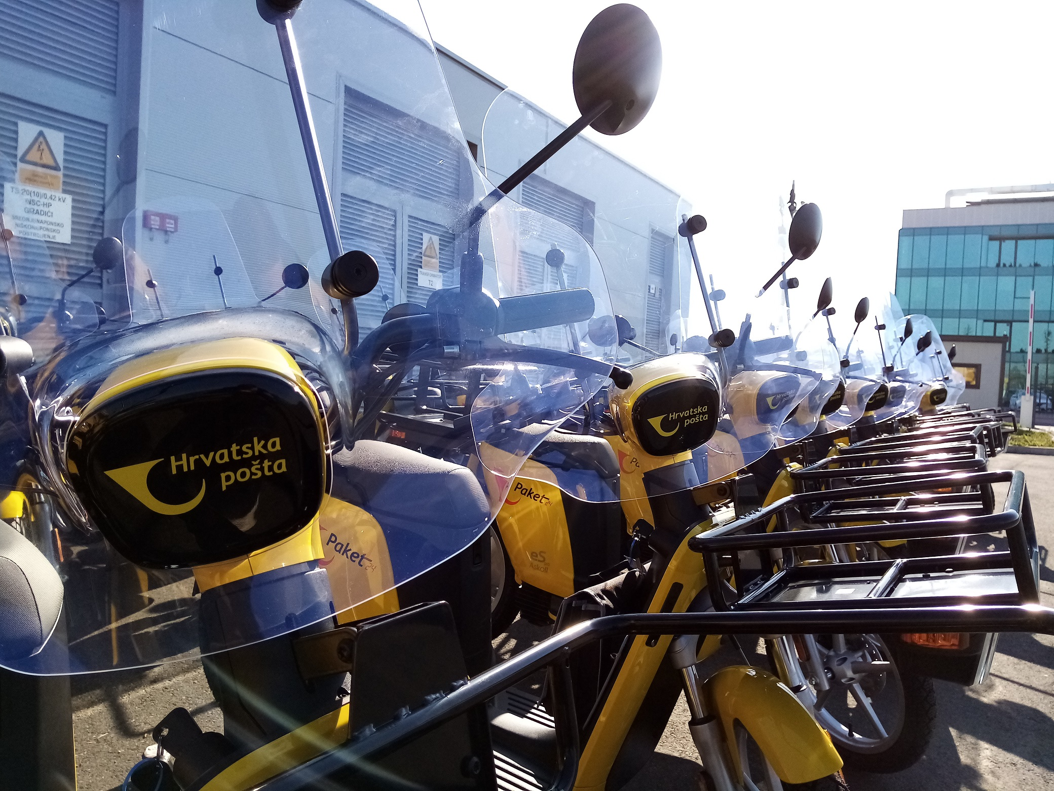Croatian postal delivery workers get new electric mopeds