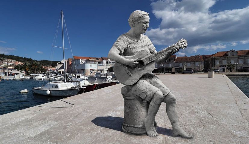 Croatian music legend Oliver gets monument in Vela Luka