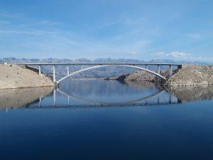 World record: Croatian fisherman catches longest scampi near Pag bridge