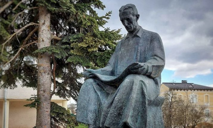 VIDEO: Nikola Tesla monument returns to Croatian town after 30 years
