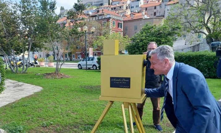 Replica of camera used to shoot oldest film footage in Croatia unveiled in Šibenik