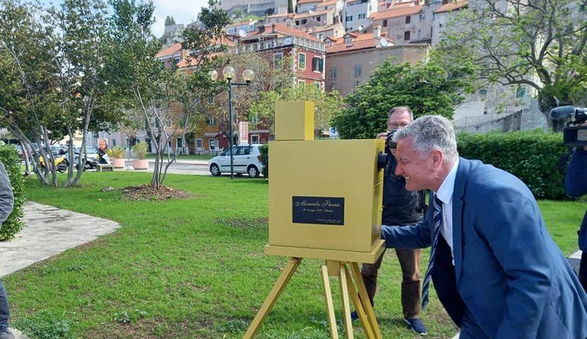 Replica of camera used to shoot oldest film footage in Croatia unveiled in Šibenik