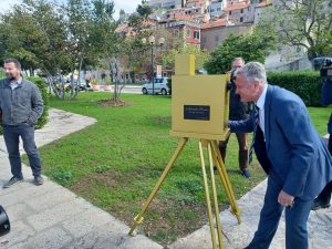 Replica of camera used to shot oldest film footage in Croatia goes up in Šibenik