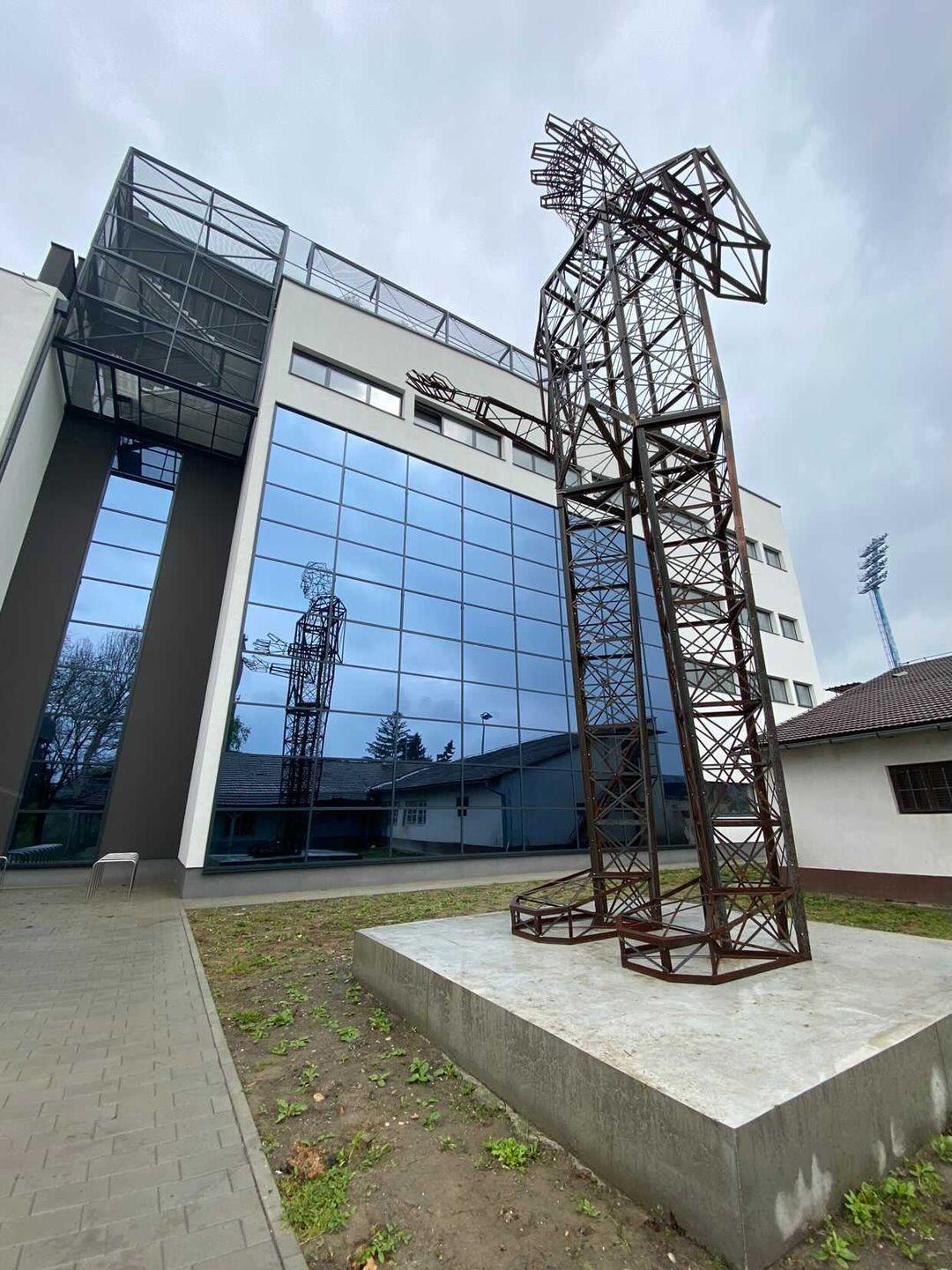 Croatian artist creates world's biggest Nikola Tesla monument