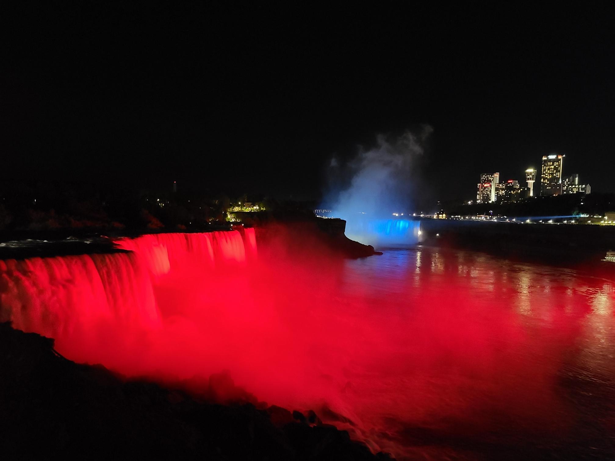 Niagara Falls light up in Croatian colours