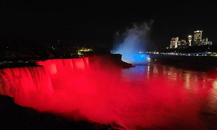 Watch Niagara Falls light up in Croatian colours