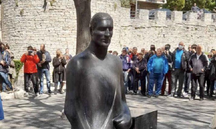 PHOTO: Legendary Croatian boxer Mate Parlov gets statue in Pula