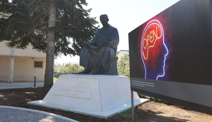 Ceremony of returned Tesla monument to Gospić held on new Nikola Tesla Square
