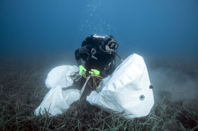 (Fifteen tonnes of waste pulled out from sea at Vis island