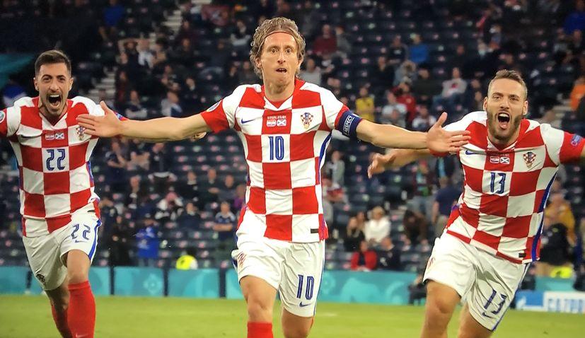 croatia beats scotland to reach last 16 at euro 2020