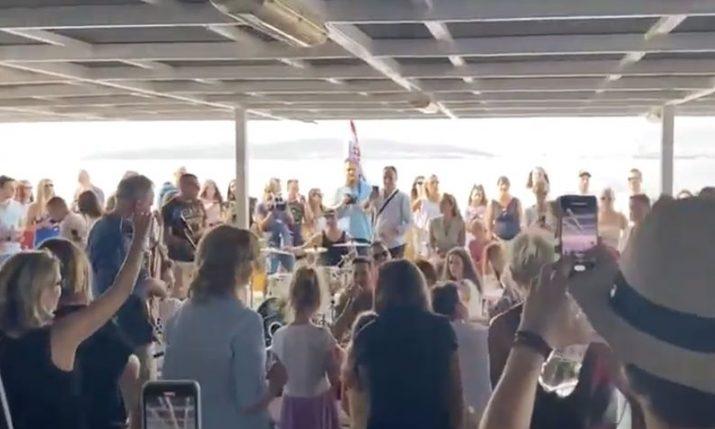 VIDEO: Concert on Split-Korčula ferry in honour of Oliver Dragojević
