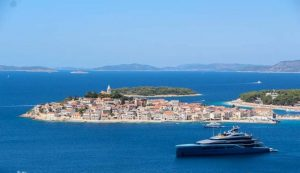 Megayacht of Tottenham Hotspur owner on the Dalmatian coast