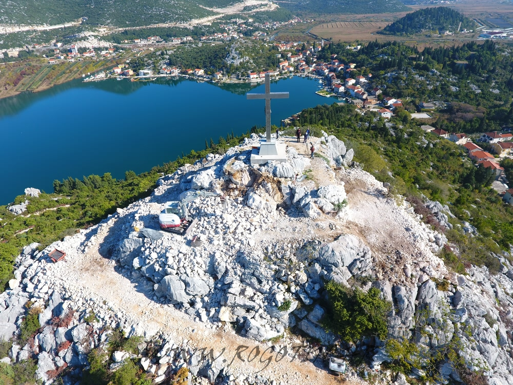 The small beach-less Dalmatian village tourists rogtoin are flocking