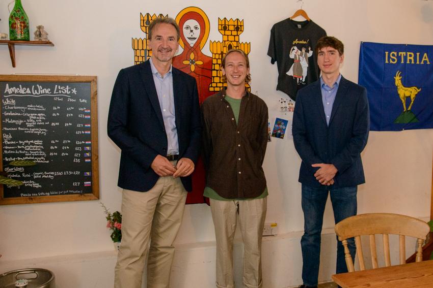 Ambassador visits the half-Croatian café-bar just outside of London