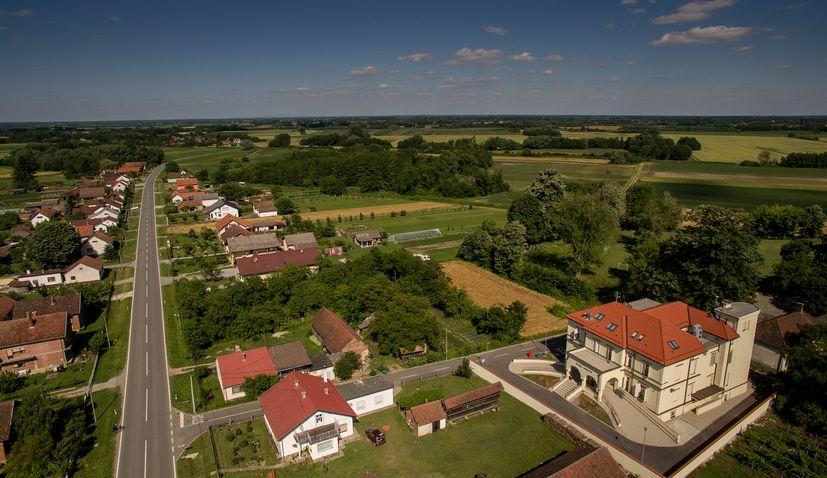 Dvorac Janković, suhopolje 2