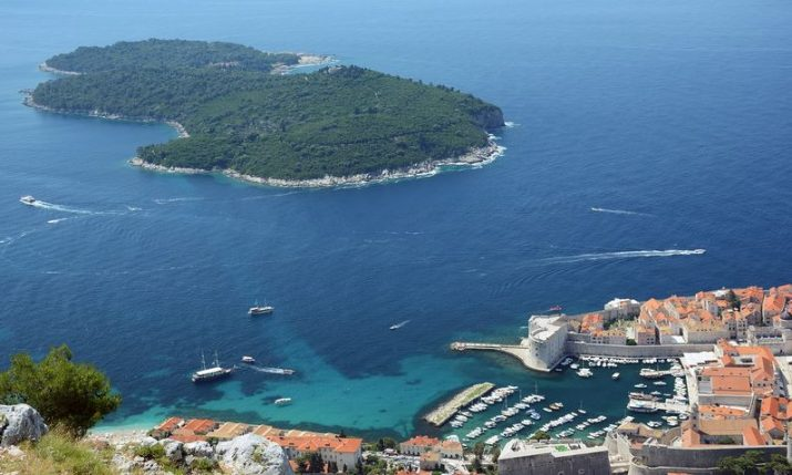 Underwater waste-cleaning robot tested off Dubrovnik