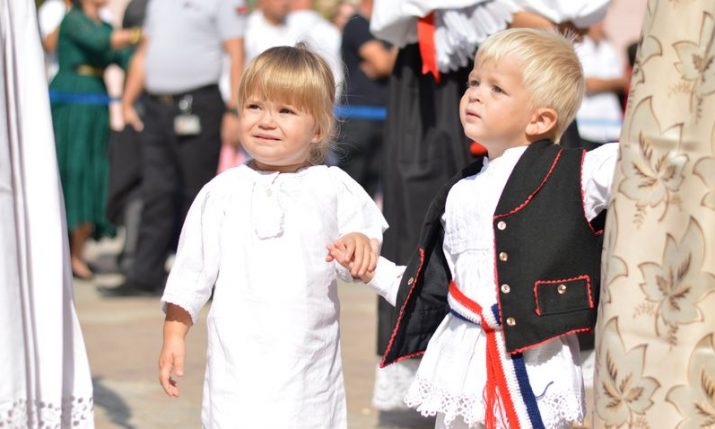 PHOTOS: 2,500 children in traditional costumes parading through Vinkovci